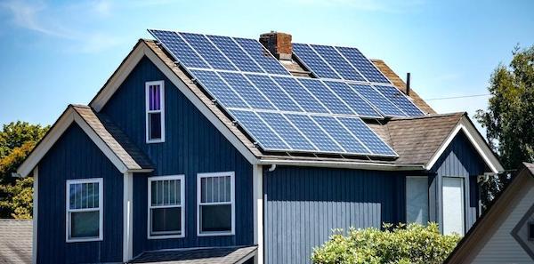 Installation av solceller på villa