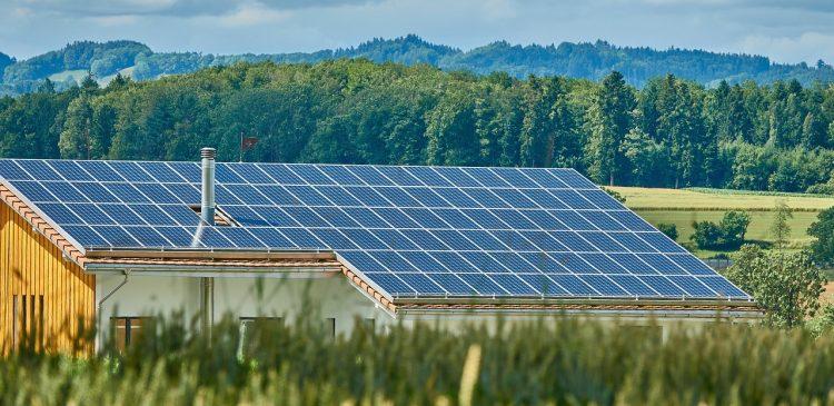 Hur du koppla in sol paneler till ditt hem