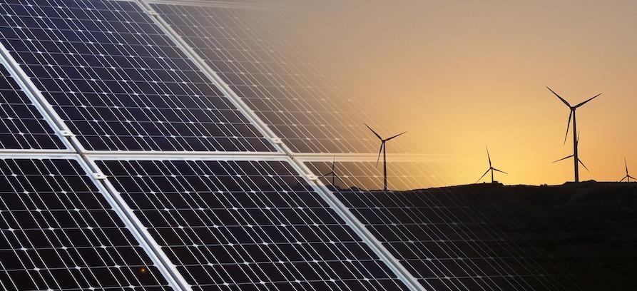 Förnybar energi såsom solceller eller vindkraft.