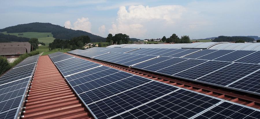 Ett tak med solceller