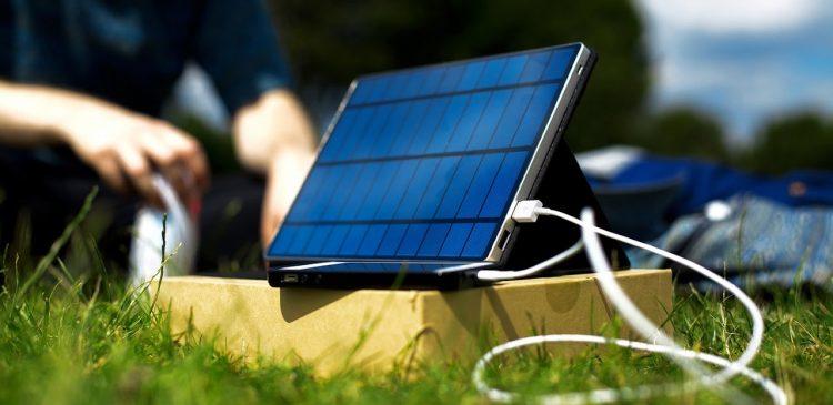 En solcellsladdare utomhus