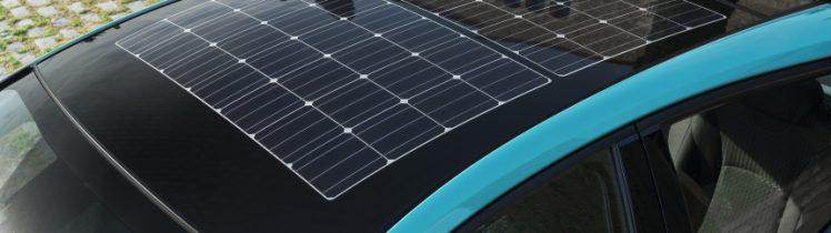 Solceller på ett biltak