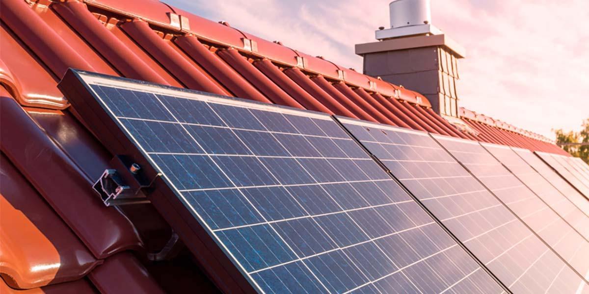 solpaneler på villatak