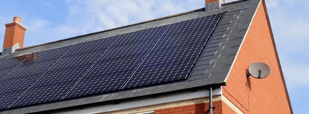 solel genom solpaneler på tak