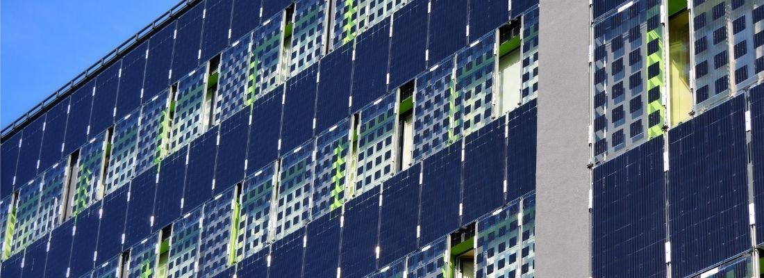 solceller på en fasad